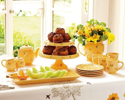 honey bee tabletop set williams sonoma Honey Bee Tableware and Bee Tablecloth by Williams Sonoma