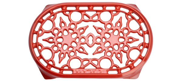 le-creuset-cast-iron-trivet-oval-red.jpg