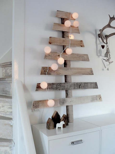 wall-christmas-tree-ideas-3.jpg
