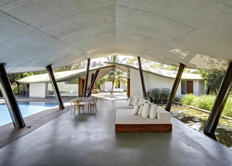 View in gallery indoor-outdoor-home-india-sheltered-concrete-leaves-8- & Outdoor Home in India Sheltered by Concrete Leaves