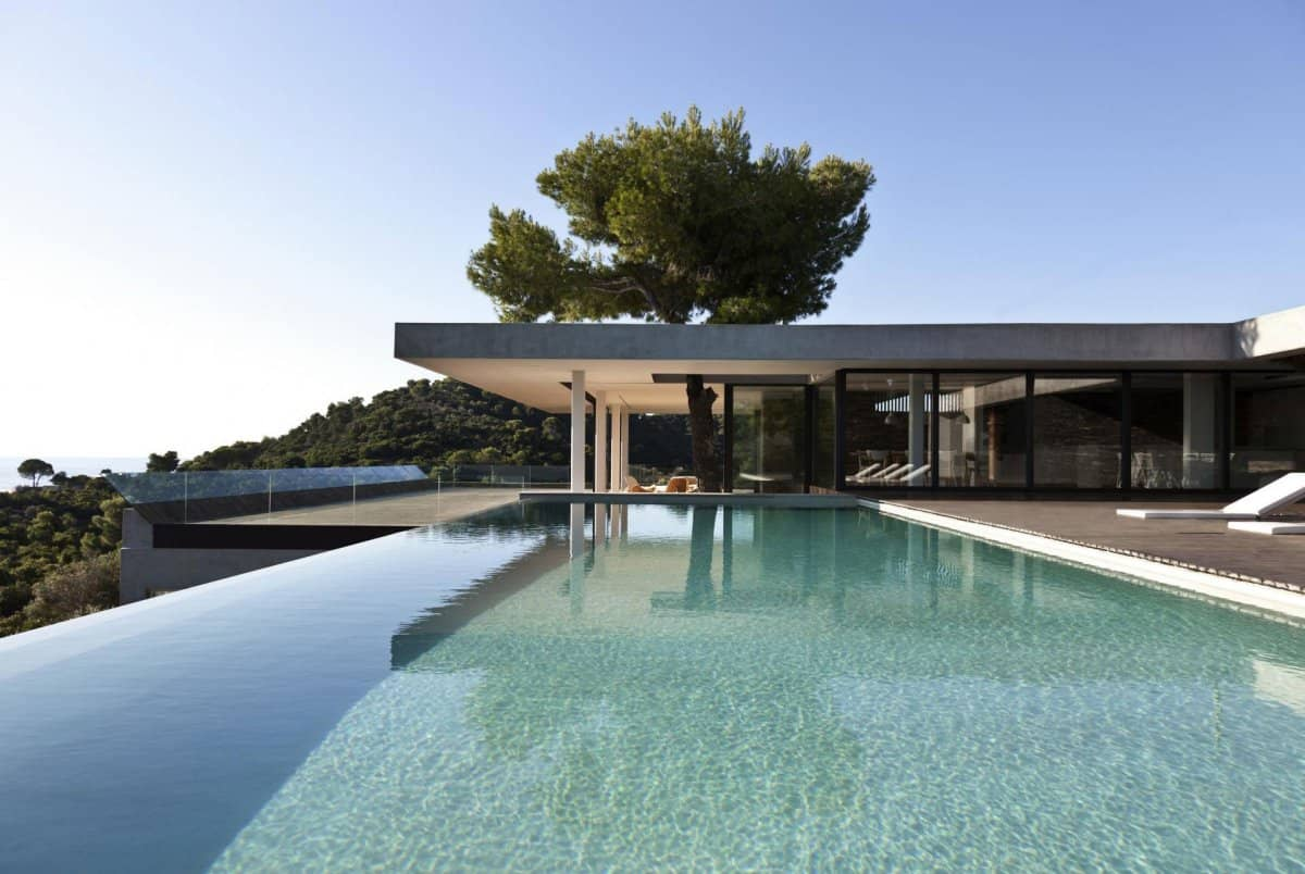 Plane House in Greece offers a Plainly Awesome Indoor-Outdoor Lifestyle