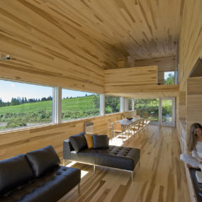 Serene Poplar Interiors Make You Stay Forever in this Vacation Home
