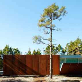 Concrete and Corten Steel House with Hydraulic Adjustable Terraces
