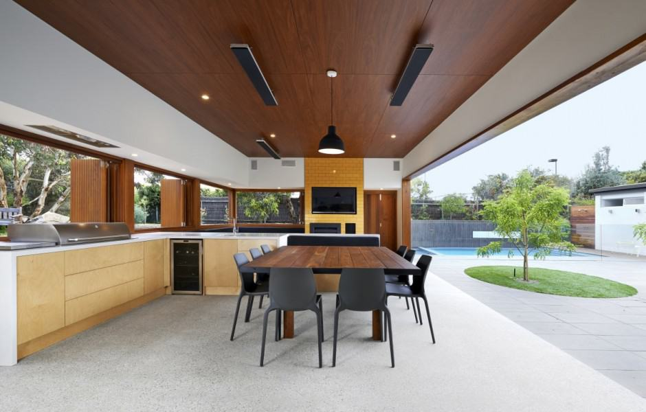 Summer House Expansion Creates Private Courtyard