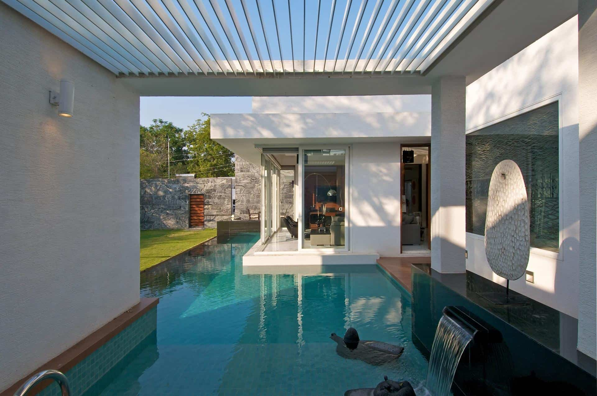 Modern minimalist bungalow design by atelier dnd for Indoor swimming pool cost to build