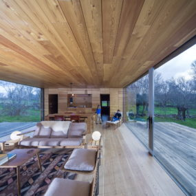 Open Cabin Design with Cozy Wood Interiors