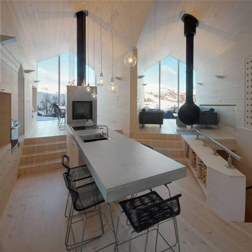 Split Level Mountain Lodge Divides Into 4 Directions