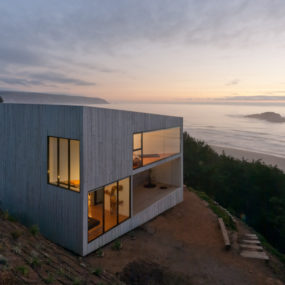 Cool Oceanfront House with Beautiful Panoramic Views