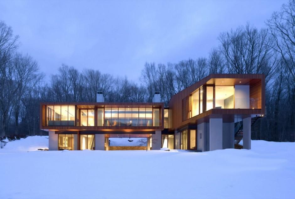 Bridge-shaped Holiday Home Amidst Nature
