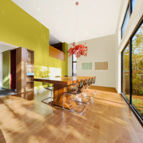 Colour and Wood bring Outdoor Atmosphere Into Home