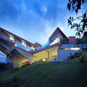 Sculptural Concrete House Built on a Steep Slope