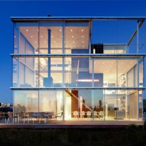Sustainable Box Shaped Home enjoys Panoramic Views through Glazings