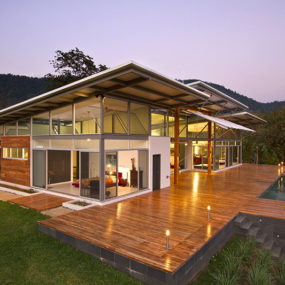 2 Adjustable Eaves Create Thermal Comfort within Glass House