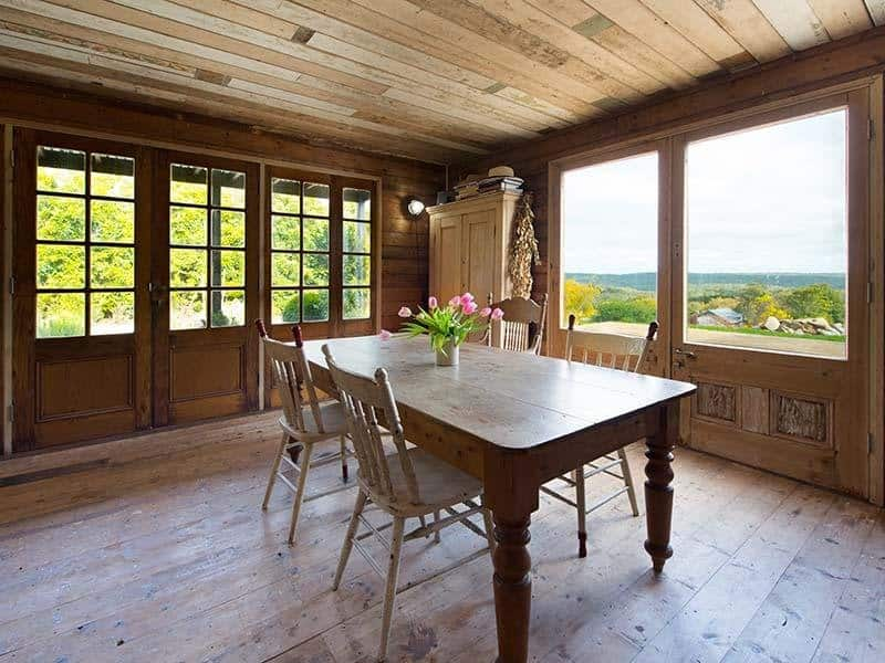 View In Gallery Vintage Country Cottage Clear Finished Wood Interiors 5