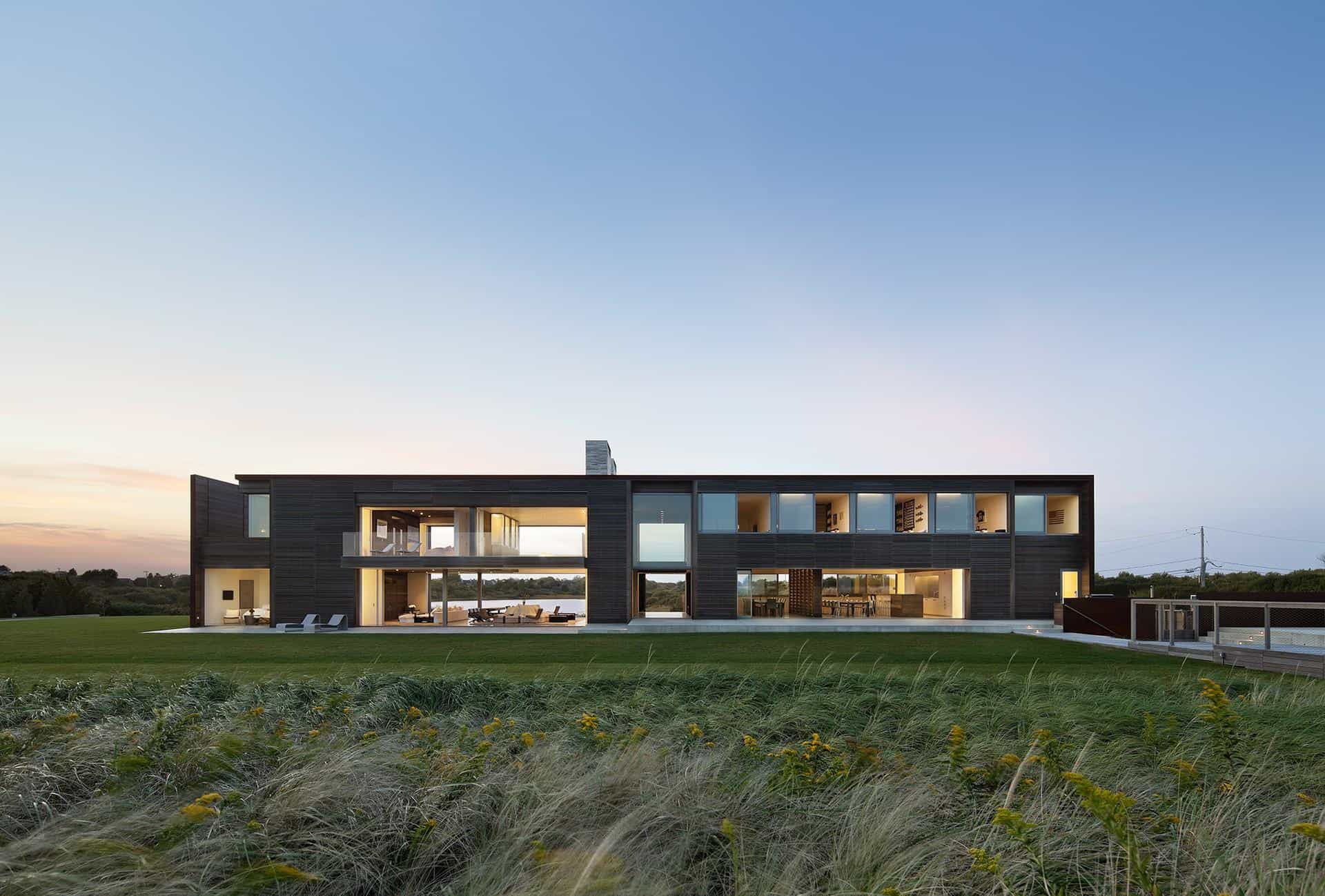 Vertical T Shaped Hilltop House Exposes Views On All 4 Sides