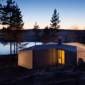 Crisscross Shaped Cabin Designed around Central Fireplace
