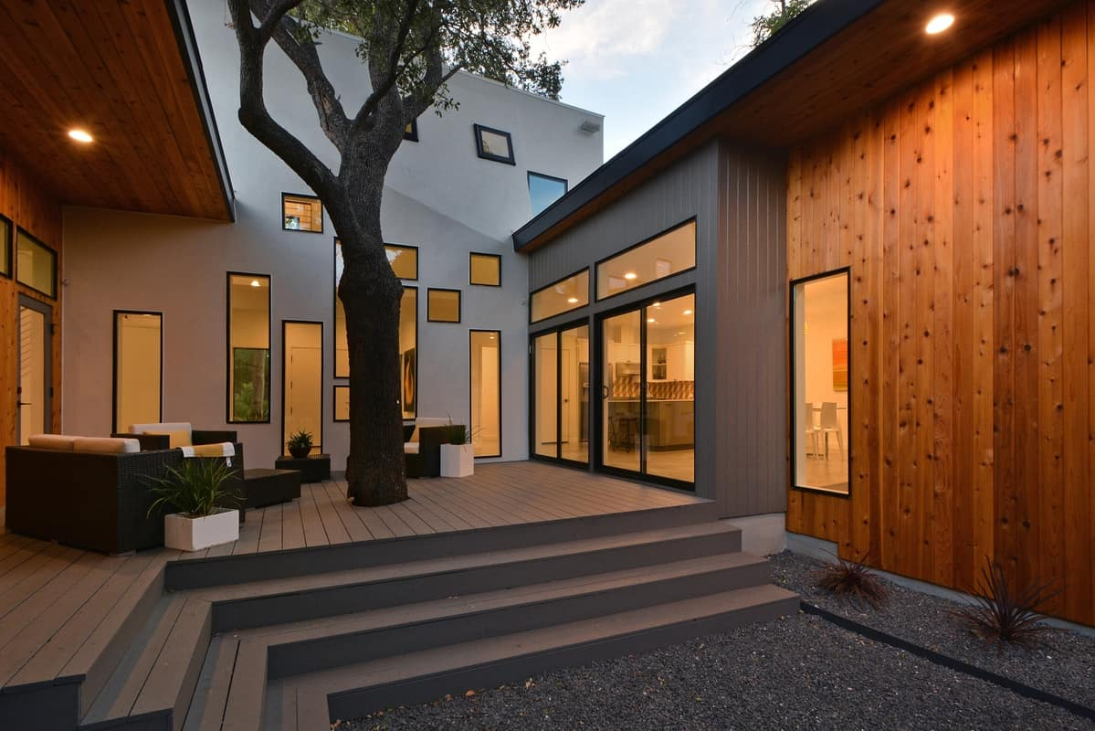 Bold and modern u shaped courtyard house designed around trees for Blueprint homes