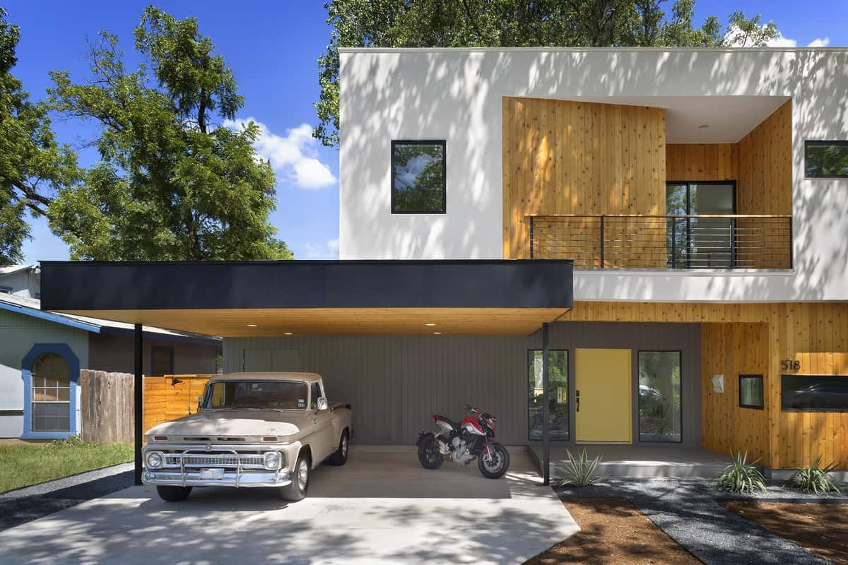 Bold and modern u shaped courtyard house designed around trees for Shade house plans