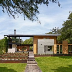 House for Ironman Triathlete Packed with Stunning Architectural Features