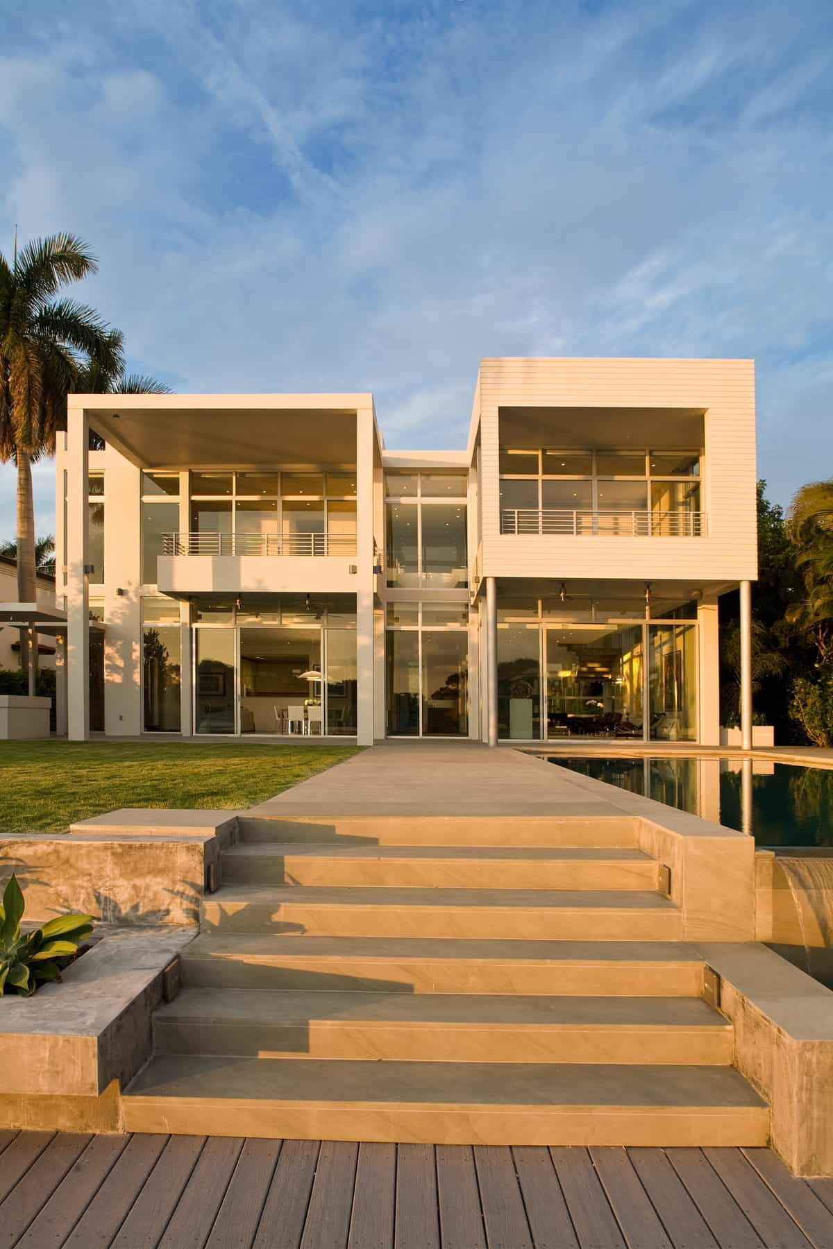 Sophisticated Coastal Home Design Filled with Luxury