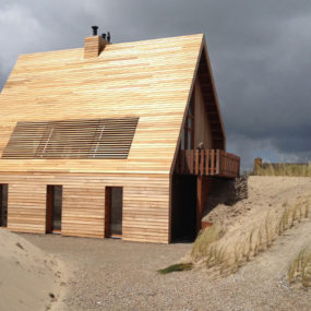 North Sea Wood House: Framed in Siberian Larch and Clad in Western Red Cedar