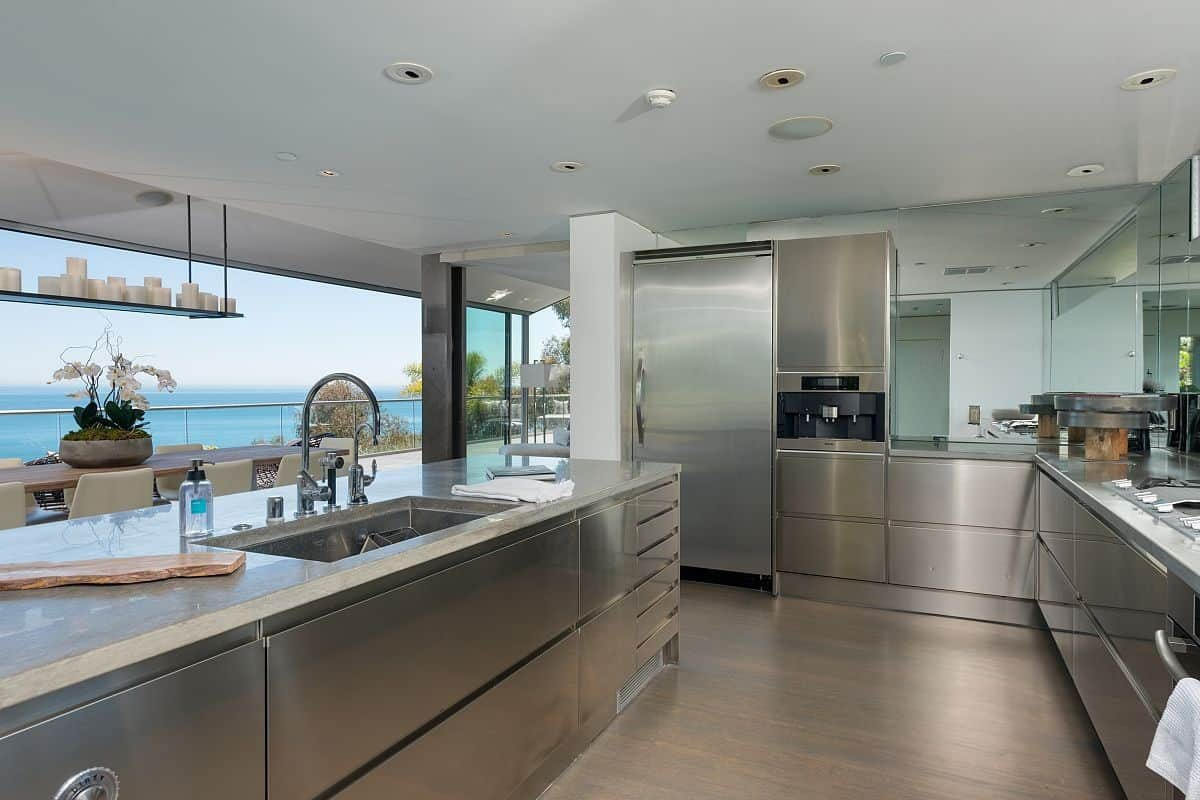 Modern malibu beach house rooms with a view for Modern house kitchen