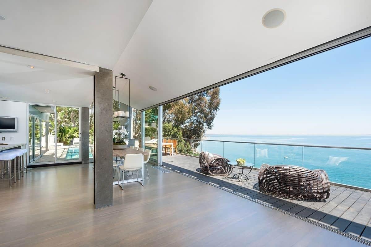 Floor That Looks Like A Beach Modern House