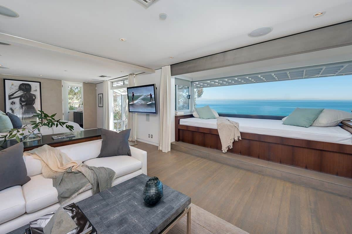 modern malibu beach house rooms with a view. Black Bedroom Furniture Sets. Home Design Ideas