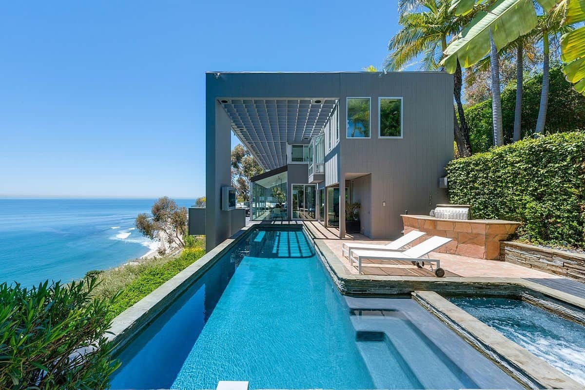 Modern malibu beach house rooms with a view for Alarme piscine home beach