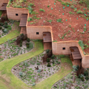 Semi-buried Houses in Australia: Rammed Earth Wall by Luigi Rosseli Architects