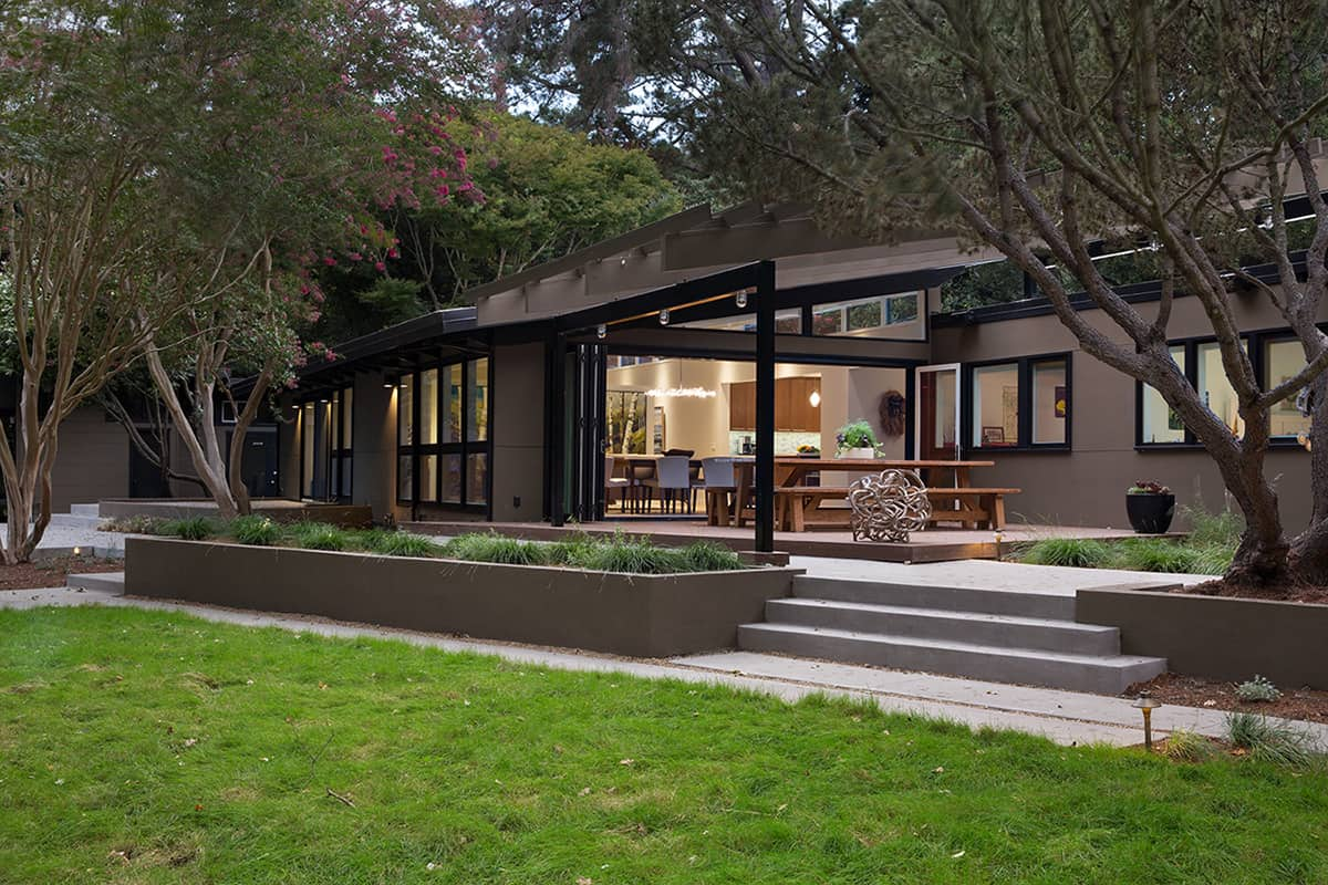 Luxury Envision Landscape Studio was able to modernize the home us outdoor areas including the landscape without promising the pre existing trees