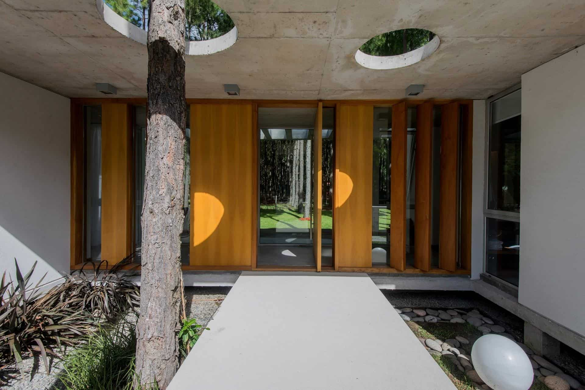 The Batin House Is Located In Pinamar, Buenos Aires On A Lot Surrounded By  A Pine Forest, With Many Of The Pines Spilling Forth Onto The Lot Itself.