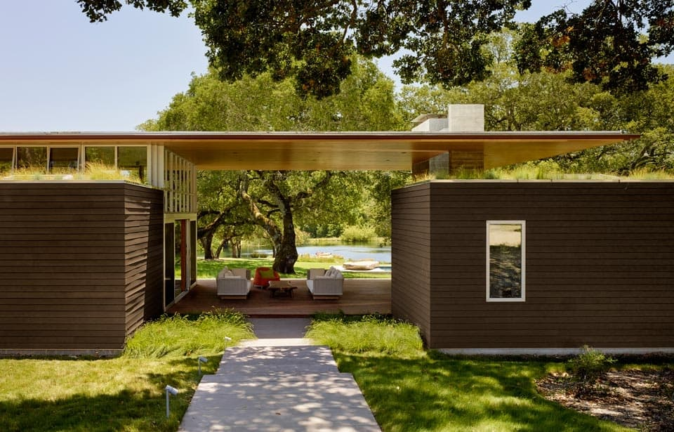 oaks and living roof contribute to passive energy home