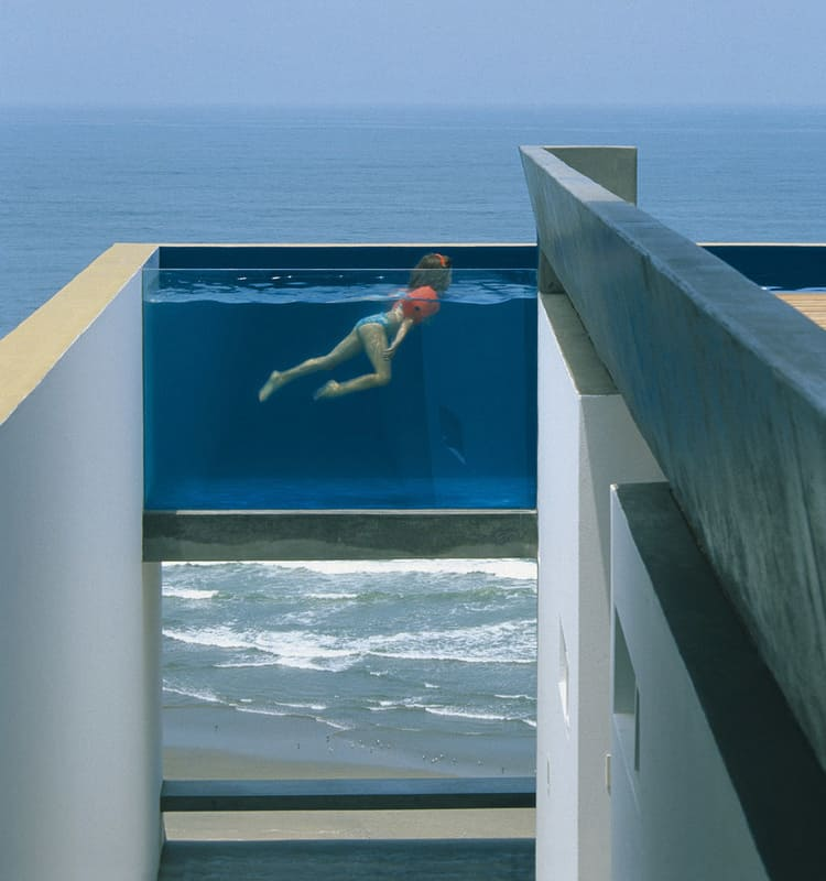 Glass walled swimming pools 10 amazing designs for Concept piscine design