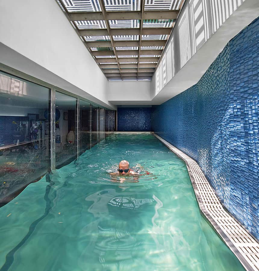 Glass walled swimming pools 10 amazing designs for Basement swimming pool ideas