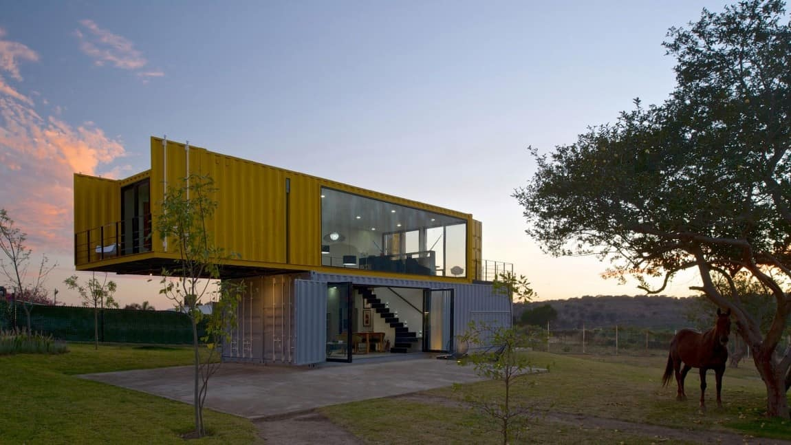 4 shipping containers prefab plus 1 for guests for Piani di combo per l house shop