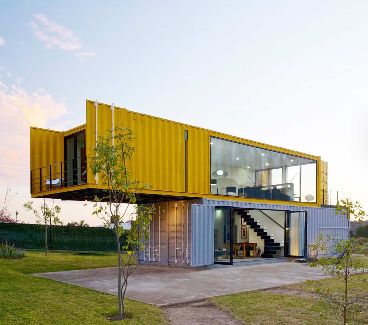 4 shipping containers prefab plus 1 for guests for Containers house design
