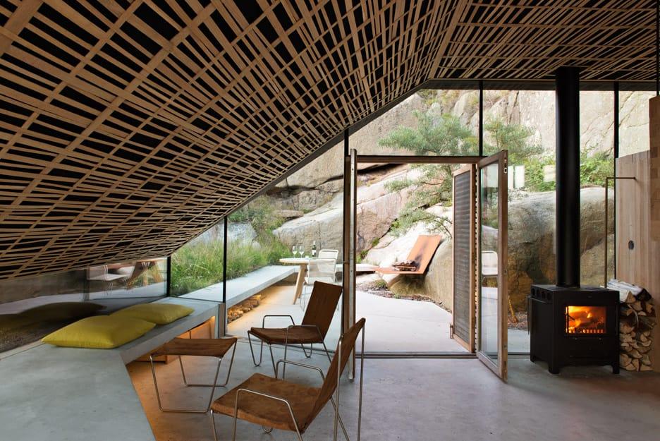 Seaside Cabin on the Rocks in Norway: Knapphullet by Lund Hagem