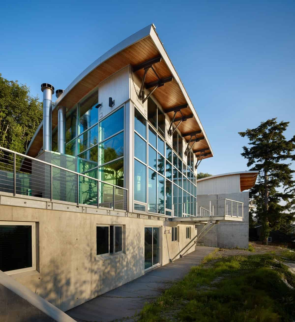 Lawrence Architects Combines Steel, Glass And Concrete To