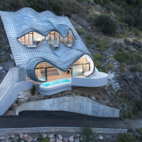 Cliff House in Spain: Part Gaudi, Part Hobbit, All Masterpiece