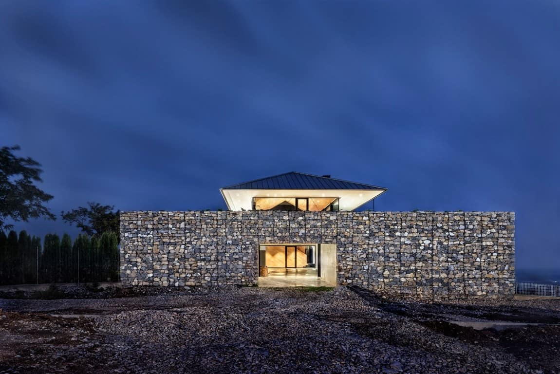 Wow: A House with Dry Rock Surround Creates Private Upstairs Meadow