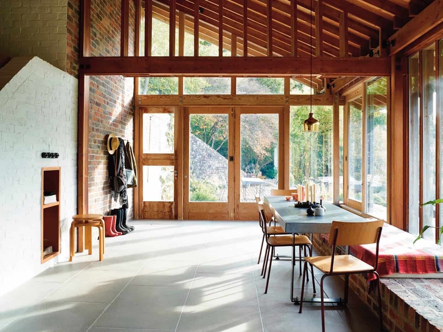 2-Tiered 60s House, Studio and Cottage Ruin Get Modern Upgrade