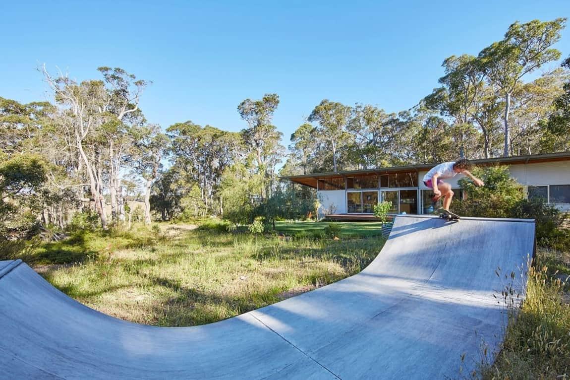 prefabricated galvanized steel frames house with skateboard ramp