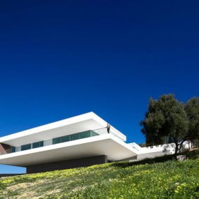 Access From Above For Overhanging Portuguese Villa