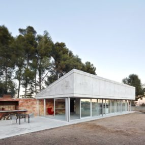 Accidental Minimal Home Springs From Barcelona Barbecue