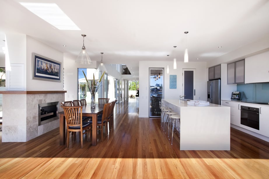 View In Gallery Airy Beachfront Home With Contemporary Casual Style 10.