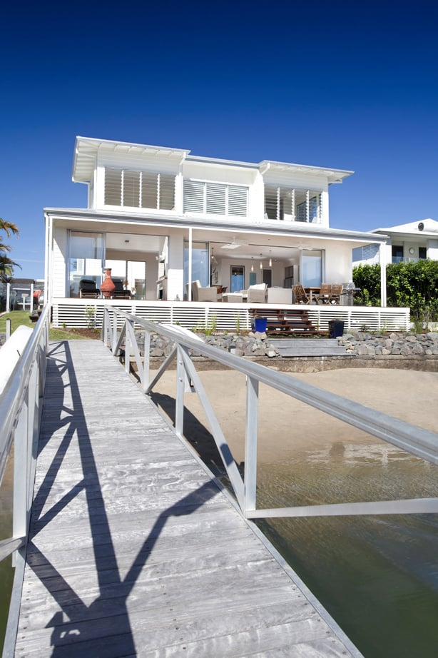 airy beachfront home with contemporary casual style 2 Airy beachfront home with contemporary & casual style