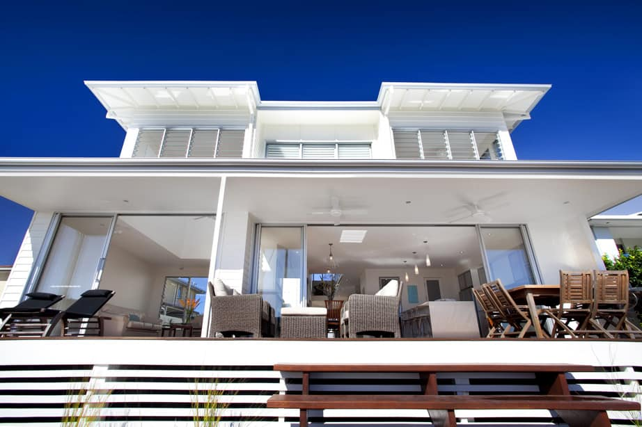 View In Gallery Airy Beachfront Home With Contemporary Casual Style 6.