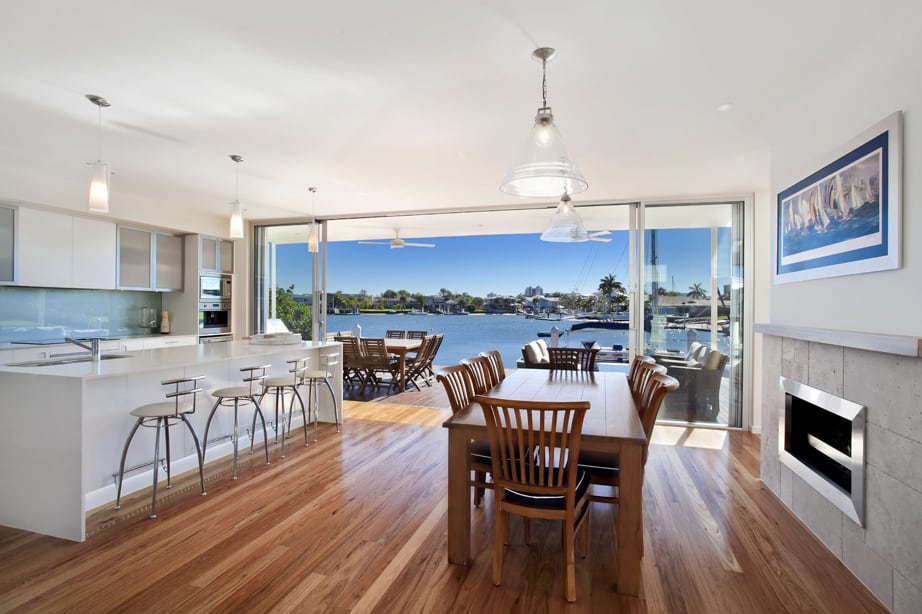 View In Gallery Airy Beachfront Home With Contemporary Casual Style 8.