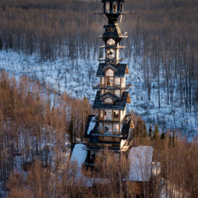 This Alaskan Log Cabin Tower House Looks Like a Dr. Suess Movie Set
